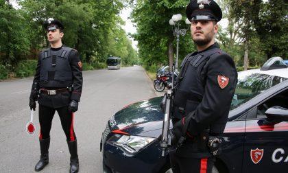 Aggredisce i carabinieri: arrestato