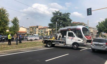 Piazza Batoni: incidente fra vettura e tramvia