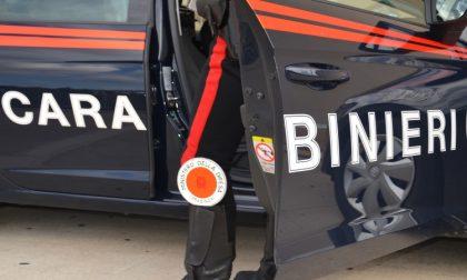Bimbo chiuso in auto: intervengono i vigili del fuoco