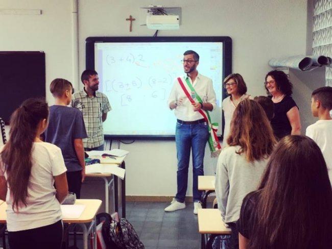 Primo giorno di scuola: il Sindaco in visita dagli studenti