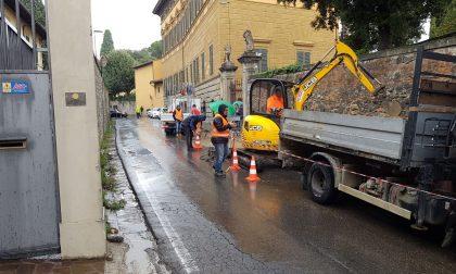 Si rompe tubo dell'acqua, caos in via Bologna