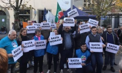 Una manifestazione a Campi per dire basta ai nomadi