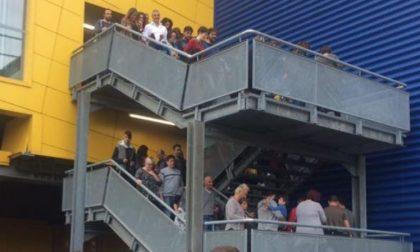 Scatta l'allarme antincendio, clienti evacuati dall'Ikea