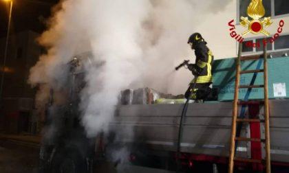 Autotreno a fuoco nella notte: paura a Monsummano