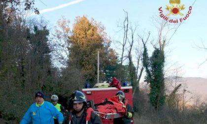 Ciclista cade su un sentiero (Pistoia): l'amico allerta i soccorsi