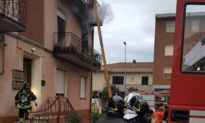 Incendio in una casa a Montemurlo: la solidarietà dei vicini che ospitano gli anziani