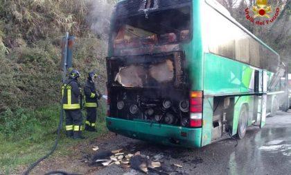 A fuoco un pulman a Marliana (Pistoia)