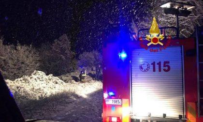 Nevica: auto finisce in un dirupo