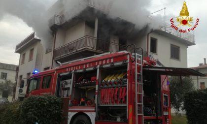 Incendio in un appartamento a Campi, disabile salvata dai Vigili del fuoco