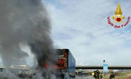 Camion a fuoco sulla FiPiLi