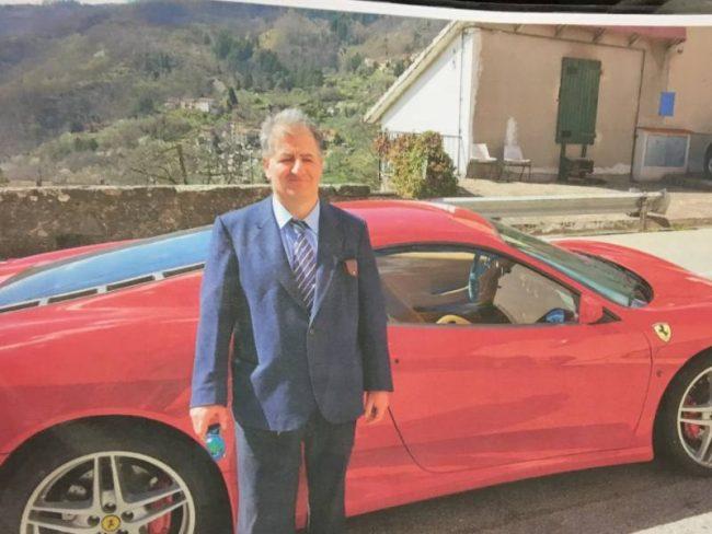 Compra una Ferrari senza avere la patente