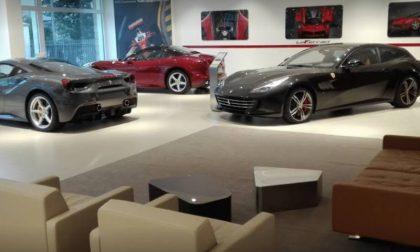 Viveva con 300 euro, compra la Ferrari: parla l'uomo che gliel'ha venduta