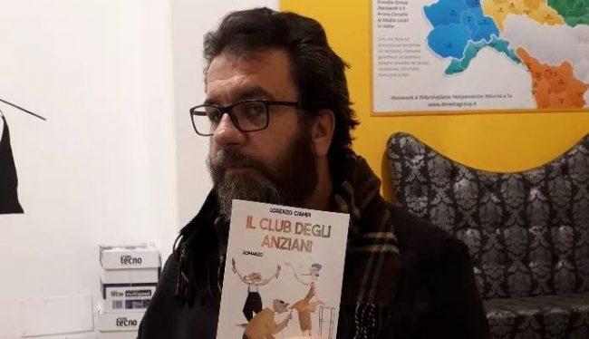Un libro per raccontare la rivolta degli anziani contro i giovani