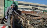 Discarica di rifiuti potenzialmente pericolosi in un'area in demolizione