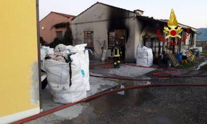 A fuoco un magazzino di scarti tessili