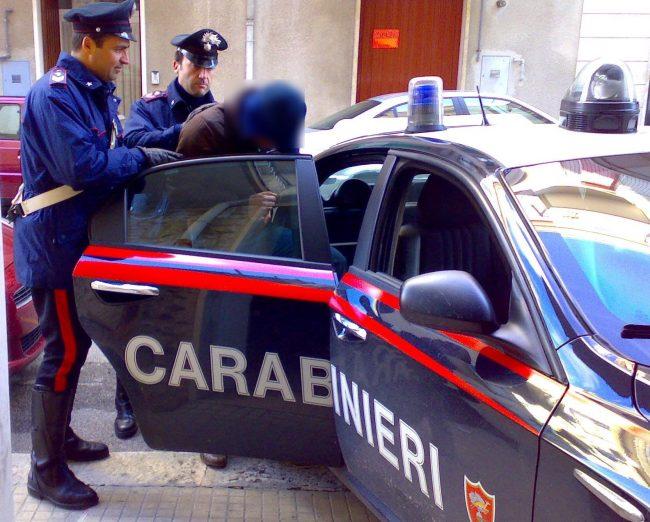 Doppio arresto dei carabinieri in via IV Novembre a Pistoia