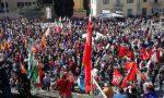 Piazza del Mercato blindata e vuota, piazza delle Carceri piena di gente
