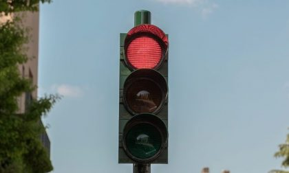 Cinque apparecchiature di rilevamento del rosso semaforico installate sul territorio