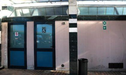 Parcheggio scambiatore viale Guidoni: muri scrostati e porte cadenti