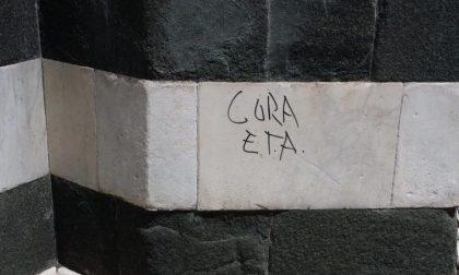 Vandali scrivono sul Battistero di Firenze