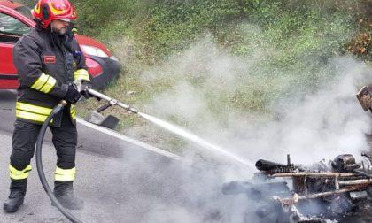 Incidente a Monteriggioni, si incendia una moto