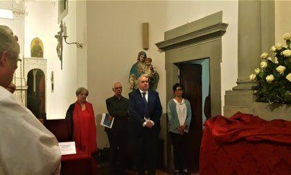 Oltre duecento persone salutano la Croce dipinta di Simone Martini