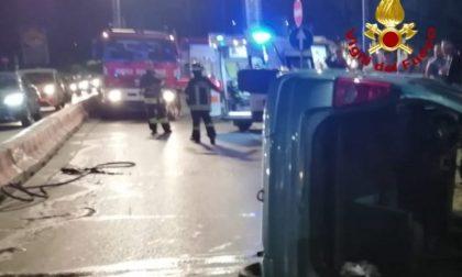 Incidente a Campi: auto si ribalta