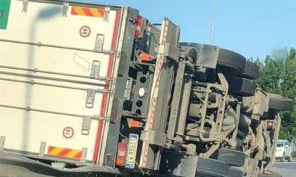 Camion ribaltato nei pressi di Poggibonsi Nord