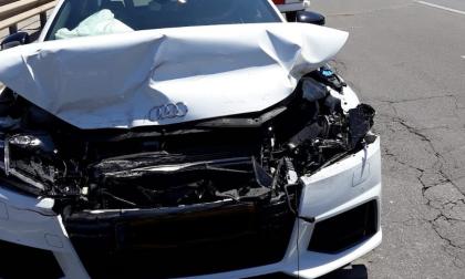 Incidente tra due auto, sul posto il personale medico