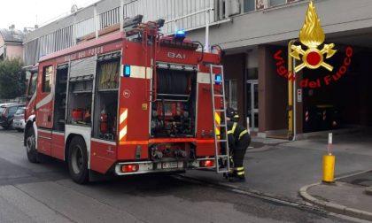A fuoco garage condominiale a Prato
