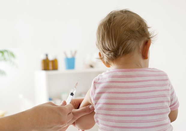 Vaccini, nell'area pistoiese 242 bambini ancora senza esavalente