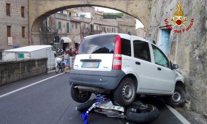 Incidente tra auto e moto, feriti trasportati in ospedale