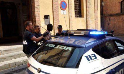 Deruba una olandese sul pullman a Siena: arrestato gambiano dalla Polizia - FOTO