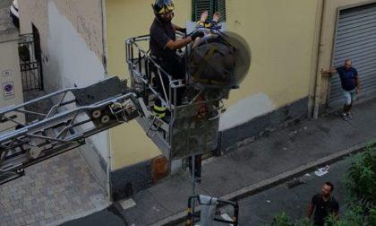 81enne cade in casa a Prato: tratta in salvo dai Vigili del Fuoco
