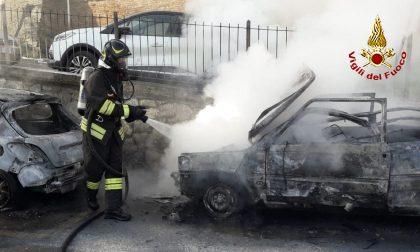 Auto in fiamme sulla circonvallazione sud  (VEDI VIDEO)