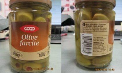 Solfiti non dichiarati in etichetta, richiamo per olive farcite della Coop