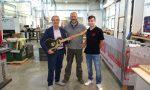 """Quarrata, il sindaco in visita alla """"Paoletti Guitars"""", azienda esportatrice nel mondo di chitarre elettriche"""