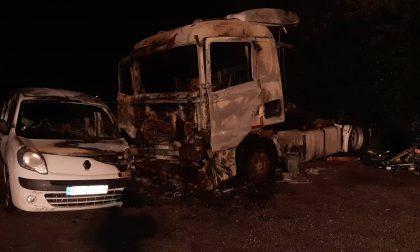 Incendio nella notte in via Croce Rossa a Montale