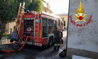 Incendio in una roccatura a Prato