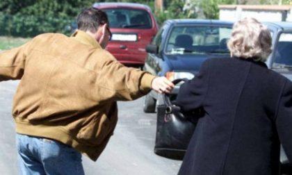 Scippa sessantenne per strada, arrestato dai carabinieri