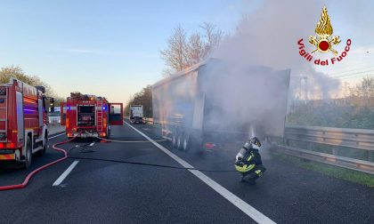 Camion a fuoco in autostrada  A1
