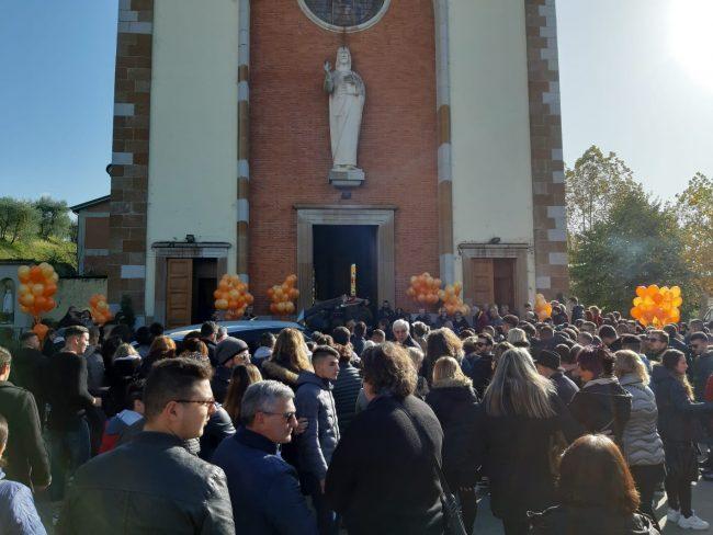 Lorenzo Destro: una folla ai funerali – GUARDA IL VIDEO
