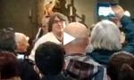 Bella Ciao in chiesa dopo la messa VIDEO