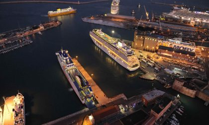 Incendio su una nave a quattro miglia dal porto di Livorno