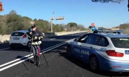 Tarocca il Tir per falsificare i tempi di guida: camionista denunciato dalla Polstrada