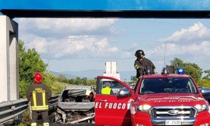 Auto a fuoco sull'A11 direzione Pistoia