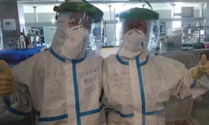 """La classe manda un messaggio per """"addolcire""""  le giornate di chi lavora all'ospedale – LE FOTO"""