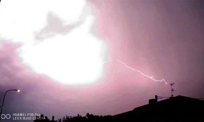 Tempesta di fulmini nei cieli della Lombardia IL VIDEO