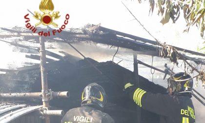 Incendio in due rimesse a San Giusto
