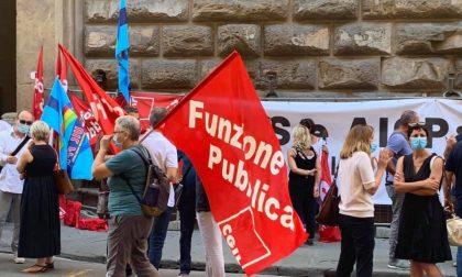 Vertenza sanità privata, presidio permanente dei sindacati davanti al Don Gnocchi di Firenze: GUARDA LE FOTO